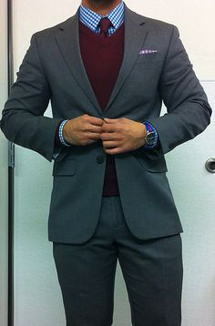 Love this whole look, but would love to see a gray bow tie instead of the matching vest and tie. Mens style for winter Sharp Dressed Man, Well Dressed Men, Looks Style, My Style, Vest And Tie, Mens Fashion, Fashion Outfits, Dress For Success, Gentleman Style
