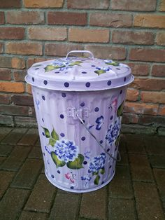 10 gallon hand painted galvanized can - great for bird seed, pet food, etc - indoor/outdoor