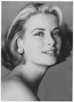 Princess Of Monaco-Grace Kelly. truly one of the loveliest shots of grace with mabe pearl earrings
