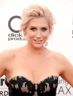Tousled rose gold hair and charcoal smudged eyes gave Kesha an edge at the Billboard Music Awards.