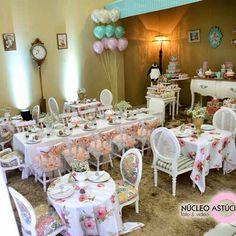 Casa de chá para receber a mary poppins  http://instagram.com/lorenalimaperes