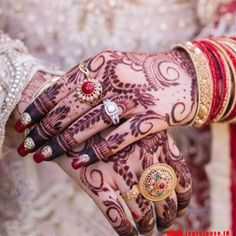 We have collected the most remarkable mehndi design for the bride. This rich bridal hand mehndi design is very beautiful and easy to draw by Top release. Traditional Henna Designs, Modern Henna Designs, Art Designs, Wedding Mehndi, Bridal Mehndi, Mehendi, Finger Henna Designs, Mehndi Designs For Hands, Indian Henna