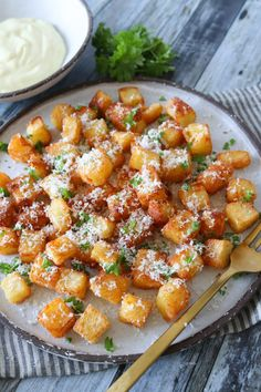 Potato Dishes, Root Vegetables, Bruschetta, Tapas, Brunch, Food And Drink, Low Carb, Yummy Food, Parmesan