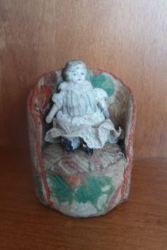 Poltrona antica per bambola. 24 Euro