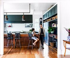 See how a Queenslander house was transformed from a rabbit-warren of small rooms into a spacious open plan family home. Queenslander House, Life Kitchen, Kitchen Ideas, Kitchen Reno, Kitchen Living, Bathroom Inspiration, Kitchen Design, Kitchen Gallery, Kitchen Colors