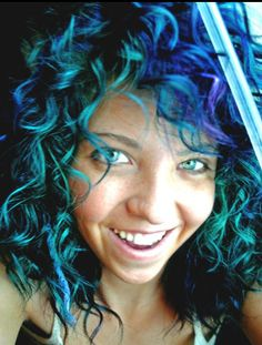Dark blue on the top, turquoise on the bottom; Exactly the way I plan on dying my hair come October.
