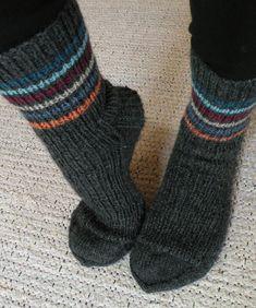 Knitting Charts, Knitting Socks, Lots Of Socks, Knit Art, Wool Socks, Leg Warmers, Stuff To Do, Mittens, Knit Crochet