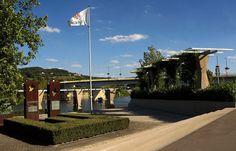 Über die Brücke gehen.... Oder fahren. Und schon sind die Saarländer in Schengen/ Luxembourg. Und alle anderen natürlich auch. :-)