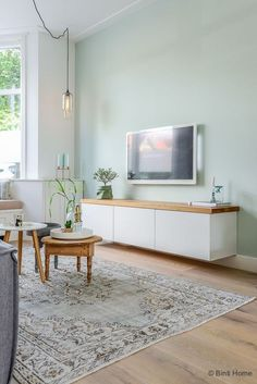 Floating Tv bench topped with wood tv meubel Ikea Jaren 30 woning Woonkamer makeover Haarlem ©BintiHome Living Room Colors, Home Living Room, Living Room Designs, Living Room Decor, Living Room Wooden Floor, Living Room Hacks, Pastel Living Room, Living Room Green, Apartment Living