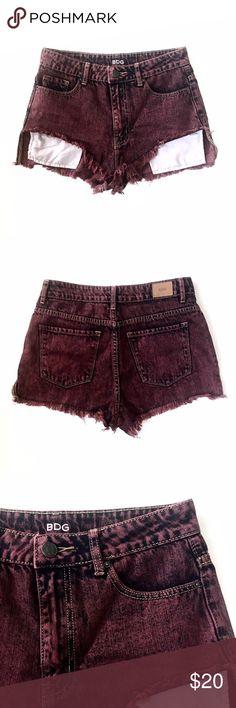 BDG High Rise Lou Hi-Low Short Burgundy colored acid washed denim. High rise shortie shorts. Pockets hang out front. BDG Shorts
