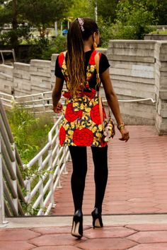 See how these two West African fashion bloggers effortlessly style ankara African print outfit. Featuring the latest African styles. Click to see the second outfit.