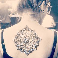 Tatuei minha mandala de elefantes.. :) Tatuadora: Patricia Gea.