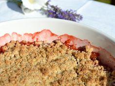 kitchen & aroma: rhubarb and strawberry crumble  | Lisa Hjalt