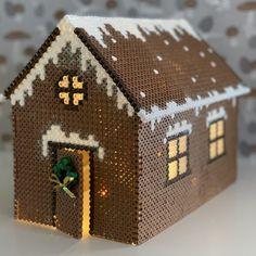 Perlekagehus | Anja Takacs Hama Beads 3d, 3d Perler Bead, Hama Beads Design, Fuse Beads, Melty Bead Patterns, Hama Beads Patterns, Beading Patterns, Do It Yourself Inspiration, 3d Christmas