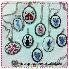 #kanaviçe #lavanta #takı #takıtasarım #elişi #etamin #etaminişi #etaminkolye #etamin #kaneviçekolye #kaneviçe #kolye #kedi #deniz #denizatı… Beaded Brooch, Turquoise Necklace, Diy And Crafts, Cross Stitch, Drop Earrings, Embroidery, Knitting, Jewelry, Design