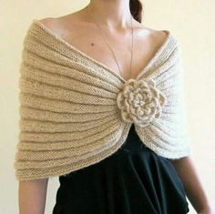 Artículos similares a CARAMEL FLOWER. Knitted Capelet Mohair with a Flower Brooch, Perfect gift for Mother s day en Etsy Knitted Capelet, Gilet Crochet, Crochet Beanie, Crochet Shawl, Knit Crochet, Free Knitting, Knitting Patterns, Crochet Patterns, Garter Stitch