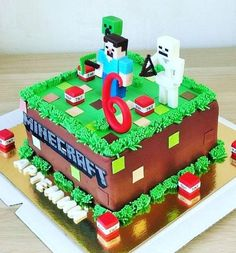 Birthday cake (Minecraft) - Everything For The Party Minecraft Party, Pastel Minecraft, Minecraft Birthday Invitations, Lego Minecraft, Minecraft Birthday Ideas, Minecraft Houses, Minecraft Bedroom, Minecraft Creations, Minecraft Memes