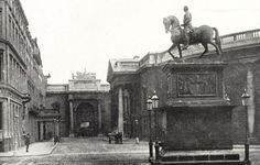Statue of King William III, College Green. Ireland Pictures, Old Pictures, Old Photos, Vintage Photos, Dublin Street, Dublin City, Irish Independence, King William, City Council