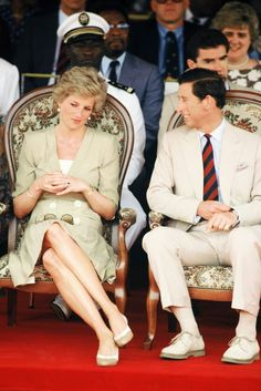 Style coach says I've mastered the let cross from the Princess's Rule Book?: Princess Diana and Prince Charles during the Royal Tour of Cameroon . Princess Diana Queen of Hearts Princess Diana Family, Royal Princess, Prince And Princess, Lady Diana Spencer, Elizabeth Ii, Prinz Philip, Prince Charles And Diana, Princesa Real, Diana Fashion