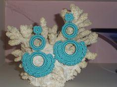 TUS LUNARES: PENDIENTES DE FLAMENCA Tatting Earrings, Crochet Earrings, Burlap Flowers, Earring Tutorial, Earrings Handmade, Jewelry Crafts, Jewerly, Cool Things To Buy, Diy Projects