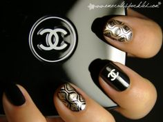 Chanel inspired design on natural finger nails Fabulous Nails, Gorgeous Nails, Love Nails, How To Do Nails, Fun Nails, Pretty Nails, Style Nails, Ghetto Fabulous, Perfect Nails