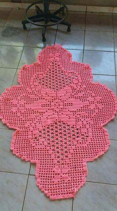 Como inciar este tapete? Crochet Doily Patterns, Thread Crochet, Filet Crochet, Crochet Doilies, Crochet Stitches, Crochet Round, Crochet Home, Love Crochet, Knit Crochet