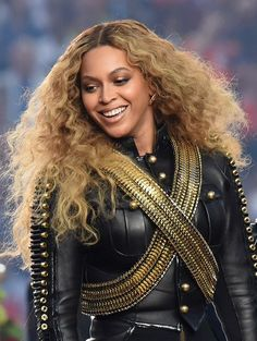 At the 2016 Super Bowl Halftime Show, Beyonce and her dancers stepped out in Black Panther-esque black catsuits — but her gorgeous ombre curls are equally commanding.