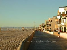 My favorite place to be, Hermosa Beach. I must have walked over miles across this sand and strand throughout my life! Hermosa Beach, Southern California, Manhattan, Beaches, Cities, Places To Go, Surfing, Outdoors, Couple