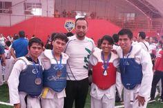 Este fin de semana, la Universidad Tecnológica de Morelia consiguió cuatro medallas de plata durante el Torneo Regional Navideño Haran Taekwondo, que tuvo lugar en la ciudad de Uruapan – ...