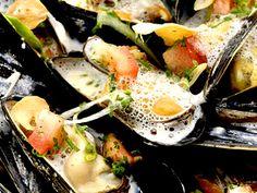 Musslor ångade i vitt vin | Recept från Köket.se