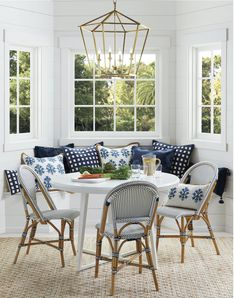 Beautiful banquettes have the power to instantly transform any breakfast area or nook into a multi-purpose space for reading, crafts or anything else! White Round Dining Table, Dining Table In Kitchen, Round Kitchen, Dining Tables, Patio Dining, Side Tables, Kitchen Banquette Ideas, Coffee Tables, Banquette Seating In Kitchen