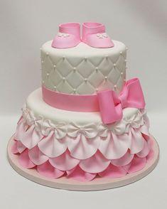 Pink baby shower cake baby shower cake ideas girl best shower cakes ideas on bridal shower Torta Baby Shower, Girl Shower Cake, Baby Shower Cupcakes For Girls, Baby Shower Desserts, Baby Girl Cakes, Baby Birthday Cakes, Cake Baby, Gateau Iga, Fondant Cakes