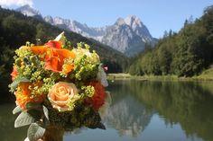 Brautstrauß mit Calla und Rosen - Hochzeit mit Reisemotto in Orange, Pfirsich…