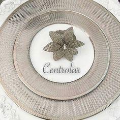 Delicadeza no conjunto de jantar prata com porta guardanapo com pedrarias para combinar e realçar ainda mais a sua mesa  by centrolar http://ift.tt/1WUSBBd