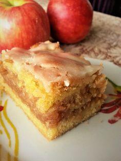 Jabłecznik z lukrem Skoro za oknem typowa jesień, więc na talerzach nie może zabraknąć deseru z jabłkami. Zastanawiałam się, co można...