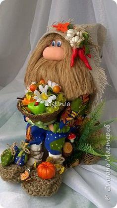 Натворились у меня домовята...на этот раз назаказывали сидячих)))) фото 7 Nature Crafts, Fun Crafts, Diy And Crafts, Arts And Crafts, Cute Cat Wallpaper, Gnome Hat, Scandinavian Gnomes, Autumn Decorating, Chocolate Bouquet