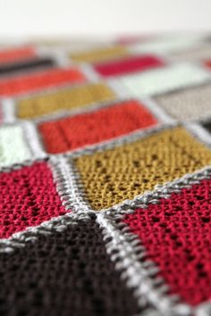 Spicy diamond Tutorial (with charts)! The Spicy diamond blanket is a Harlequin blanket with a delicate twist! A free crochet pattern on haakmaarraak.nl! Follow me on Facebook for more updates: facebook.com/haakmaarraak #Crochet #Haken #Scheepjes #crochetblankets