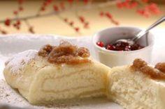 Jak upéct štědrovečerní štrúdl | recept | JakTak.cz Czech Recipes, Pastry Recipes, Cheesecake, Pudding, Menu, Food, Strudel Recipes, Pastries, Phyllo Dough