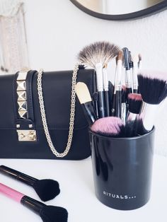 How to easily clean your makeup brushes – and give away winner.