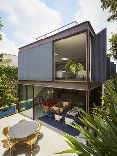 Brazilian architect Flavio Castro invites us to Box House, his Sao Paulo home Container Home Designs, Tropical Architecture, Interior Architecture, Interior Design, Flavio Castro, Murs Mobiles, Metal Wall Panel, Movable Walls, Futuristisches Design