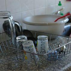 Consuminderen is het tegenovergestelde van consumeren. Je begint ermee om alle spullen die je niet nodig hebt weg te doen.