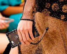 A nova it bag da Louis Vuitton é uma capinha de celular!!! - Garotas Estúpidas - Garotas Estúpidas