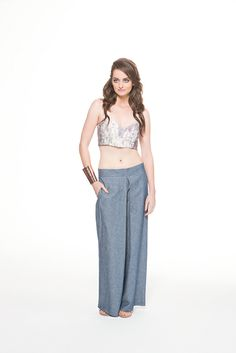 Botanical theme printed top & light denim pants
