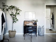 A home office / work space in a calm, cocoon-like Swedish space in greys. Stadshem.