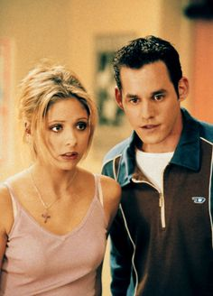 Sarah Michelle Gellar as Buffy Summers & Nicholas Brendon as Xander Harris - Buffy the Vampire Slayer