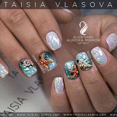 Дизайн ногтей с морскими звездами и ракушками. В работе был использован пигмент Aurora Mirror