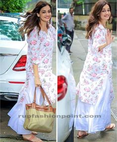 Dia Mirza In Kurta Palazzo - Rup Fashion Point Casual Indian Fashion, Pakistani Fashion Party Wear, Indian Fashion Dresses, Dress Indian Style, Indian Designer Outfits, Simple Kurti Designs, Kurta Designs Women, Indian Wedding Outfits, Indian Outfits