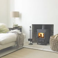 The Morsø 1430 Squirrel wood burning stove is a small but perfectly formed multi-fuel stove. It comes with a stay-clean glass, convenient ashpan. It is easy to see why the Morsø 1400 Squirrel Series is the most popular small cast iron stove in Britain. Morso Stoves, Wood Stoves, Morso Wood Stove, Home Living Room, Living Spaces, Stove Fireplace, Inglenook Fireplace, Fireplace Ideas, Log Burner