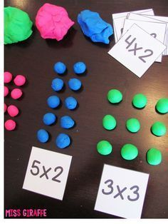 Multiplication facts are fun when there is dough involved! Have kids build their multiplication problems with dough to solve Maths 3e, Teaching Multiplication, Teaching Math, Multiplication Strategies, Teaching Division, Division Games, Math Strategies, Teaching Spanish, Second Grade Math