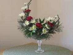 Designer Floral Arrangements | TRY MAKING A PEDESTAL DESIGN IN A CRESCENT SHAPE